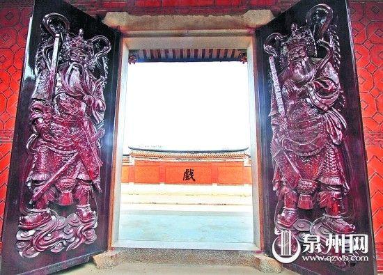 青阳蔡氏家庙门前有红砖拼花照墙